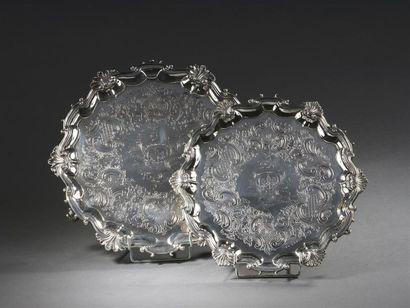 Deux plateaux en argent, Londres, 1747 À...