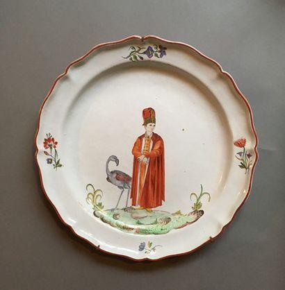 Italie, XIXe siècle Ensemble de douze grands plats ronds à bord contourné en faïence...