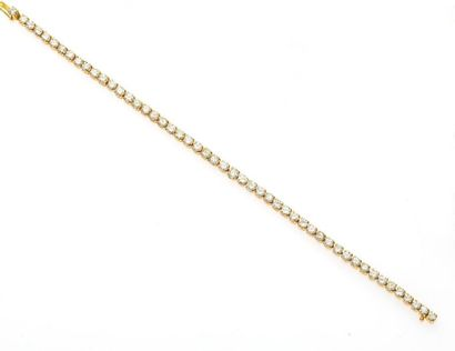 Bracelet ligne articulé en or jaune, 750 MM, souligné de diamants, total 4 carats...