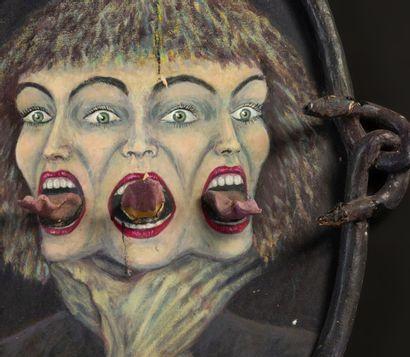 Portrait triple de sorcière peint sur panneau, enroulements de serpent sur le cadre....