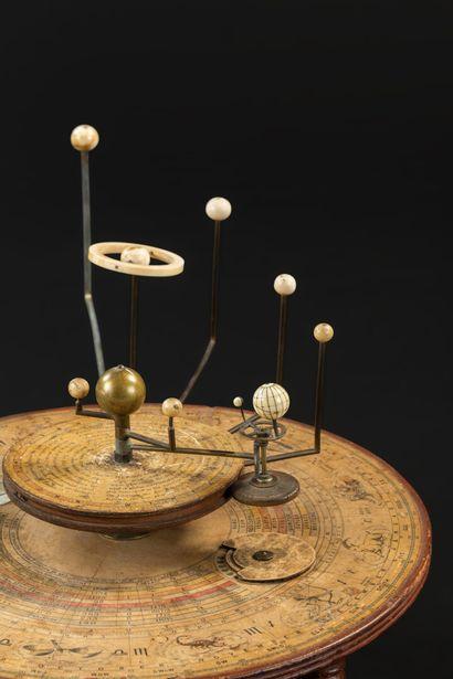 Planétaire de table ou de bibliothèque anglais des années 1850 an bois, laiton et...