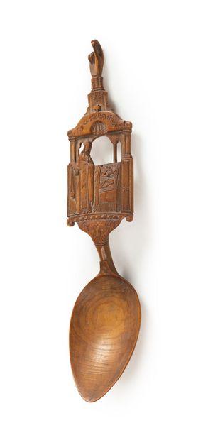 Cuillère de communion en bois avec une scène...