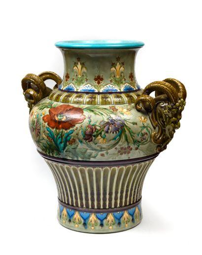 THEODORE DECK Important vase en céramique de forme balustre, les anses figurant...