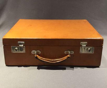 Petite valise en cuir de couleur havane,...