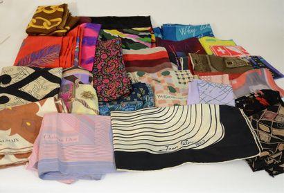 Important lot de divers foulards principalement...