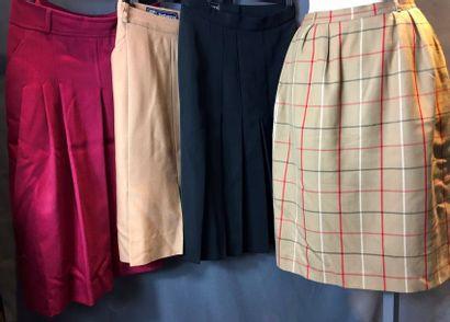 BURBERRYS  Lot de quatre jupes:  Deux jupes...