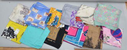 Lots de 12 foulards dont Jacque Heim, Céline,...