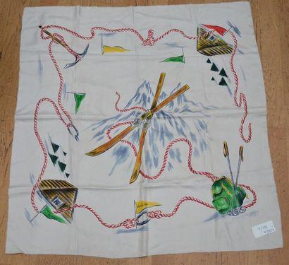 ANONYME : 2 foulards en soie : A décor de...