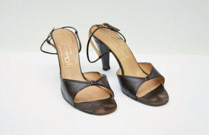 CHRISTIAN DIOR : Paire de sandales en cuir...