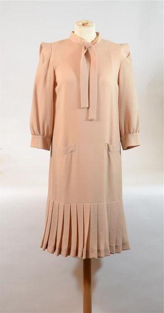 PIERRE CARDIN PARIS: Robe en crèpe de laine...