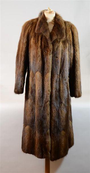 LOUIS FERAUD : Long manteau en vison mie...