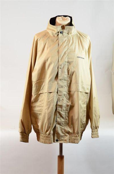 Veste imperméable beige avec inscription...