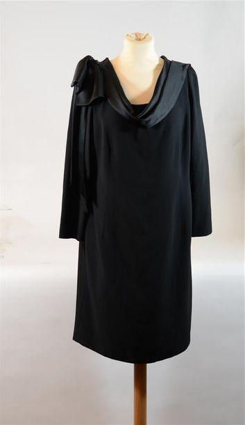 Dé ROYALE : Robe noire manches longues à...