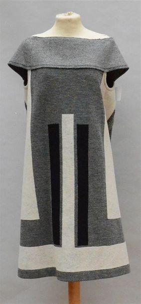 YVES SAINT LAURENT : Robe en lainage gris...