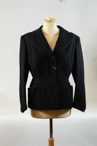 Lot comprenant : ANONYME : 1 Tailleur jupe...
