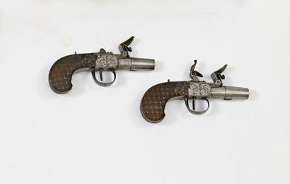 Paire de pistolets à l'écossaise.  Canons...
