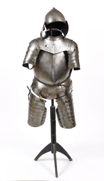 Armure en fer forgé de la fin du XVIème,...