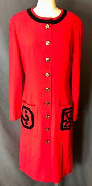 Louis FÉRAUD  Robe manteau en lainage rouge,...