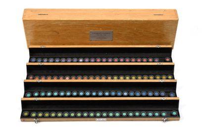 Boite de test d'optique. Intéressante boite en chêne comportant 4 boites numérotées...