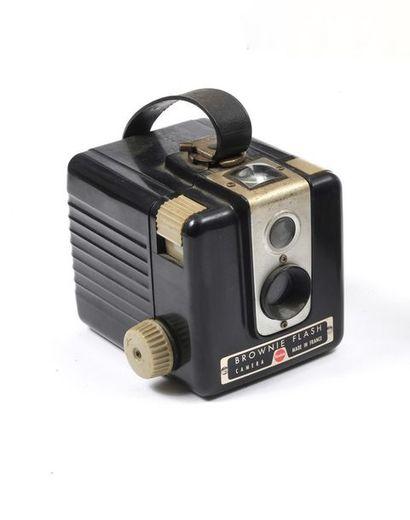 Kodak Brownie Flash en état de fonctionnement.  Période : 1950-1961.  Dim. 10 x...