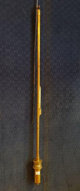 Baromètre de Fortin (nom de l'inventeur de ce type de baromètre) dans son tube de...
