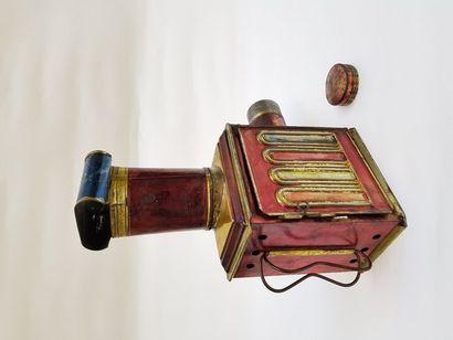 Lanterne magique polychrome MEDAILLON Auguste LAPIERRE vers 1880  H 26,5 cm X 19,5cm...