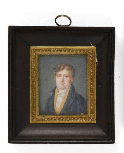 Ecole française milieu XIXème siècle  Portrait de jeune homme en habit gilet jaune...