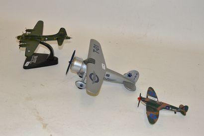 (3) avions en métal  B 17F, Memphis Belle,...
