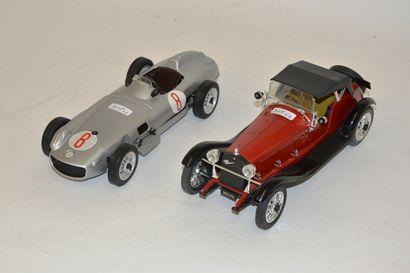 (2) voitures de courses et voiture de sport...