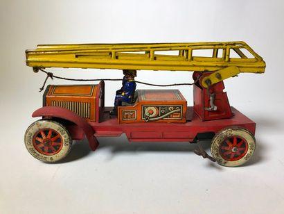 Camion de pompier en tôle lithographié,,...