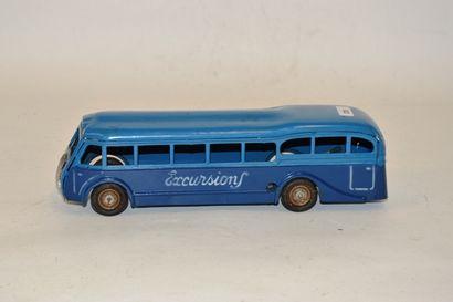 CIJ, France, autocar en tôle bleu deux tons,...