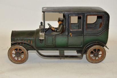 BING, limousine en tôle peinte, moteur mécanique,...