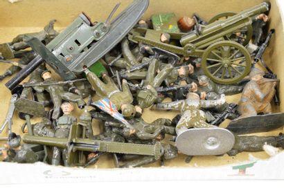 Varia : BRITAINS (26) soldats anglais en...