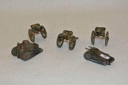 Varia (5) pièces : 2 petits chars mécaniques...