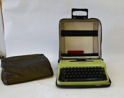Vintage : OLIVETTI machine à écrire portable...
