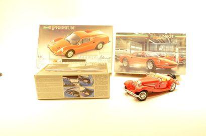 (4) automobiles  - 3 kit de FERRARI (Revell...