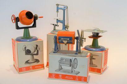 WILESCO (4) accessoires de machine à vapeur...