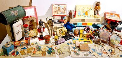VARIA +/- 40 pce) : jouets anciens années...