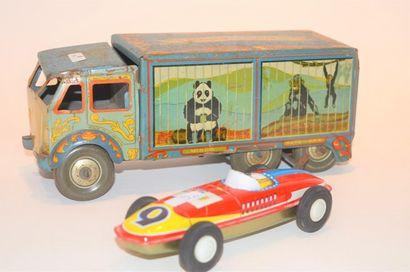 (2) jouets en tôle :  - England, camion mécanique,...