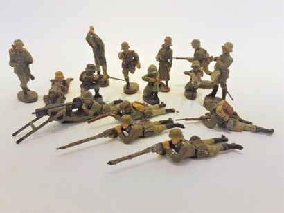 ELASTOLIN (15) soldats de Whermacht au combat...