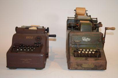 Deux machines à calculer mécanique:  -Modèle...