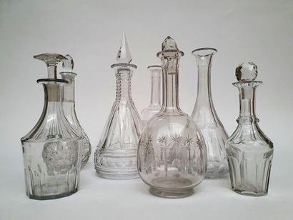 (7) Lot de carafes divers en verre et cristal...