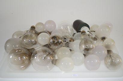 Important ensemble de 28 ampoules à incandescence,...