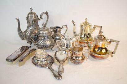 Lot de métal argenté et étain divers comprenant...