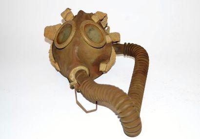 Masque à gaz militaire Belge SACIC daté...