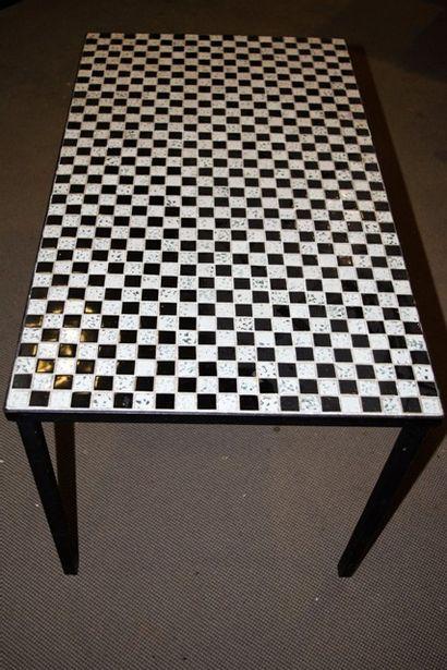 Table basse avec plateau en carrelage mosaïque...
