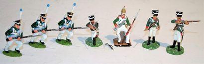 Britains moderne: un lot de 7 soldats russe...