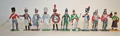 Lasset: lot de 11 figurines, peintures inachevée,...