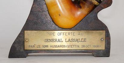Exceptionnelle pipe en écume de mer offerte au général Lasalle par le 10ème régiment...