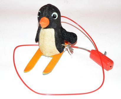 Japon: pingouin mécanique à ski, sur roulettes,...